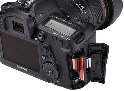 EOS 5D Mark IV Detail Dual card slots Beauty 02